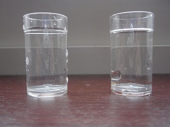 水道水(左) カルキ抜き済み水道水(右)
